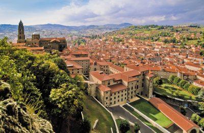 Le Puy-en-Velay – vue de la ville avec la Cathédrale