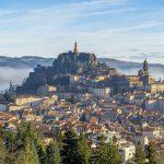 À quoi identifiez-vous Le Puy-en-Velay?