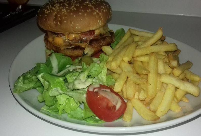 RES_ Country saloon_Hamburger maison