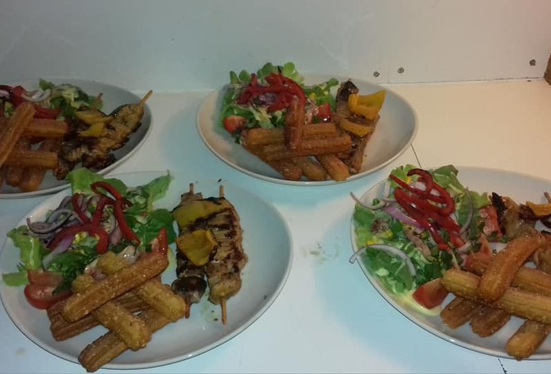 RES_ Country saloon_assiette viande brochette