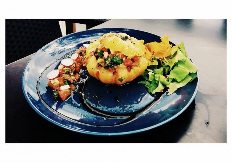 RES_Restaurant La petite baigneuse__Tartare de tomate mozzarella, pistou d'orties et herbes aromatiques