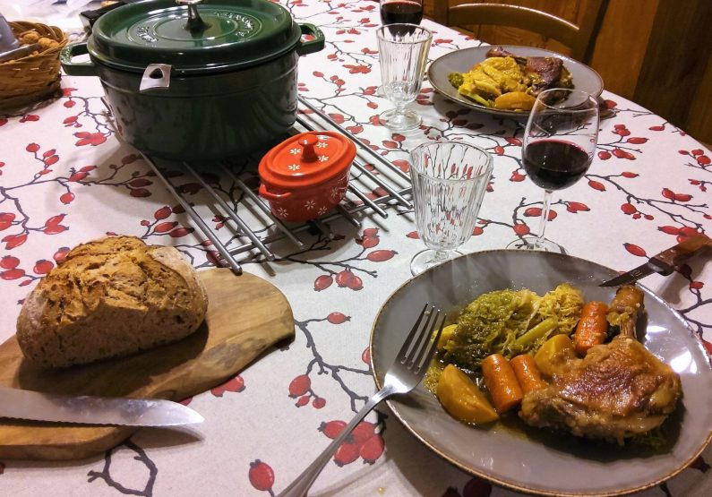 HEB_chambredhoteMaisonsouslesetoiles_table d'hôte_repas