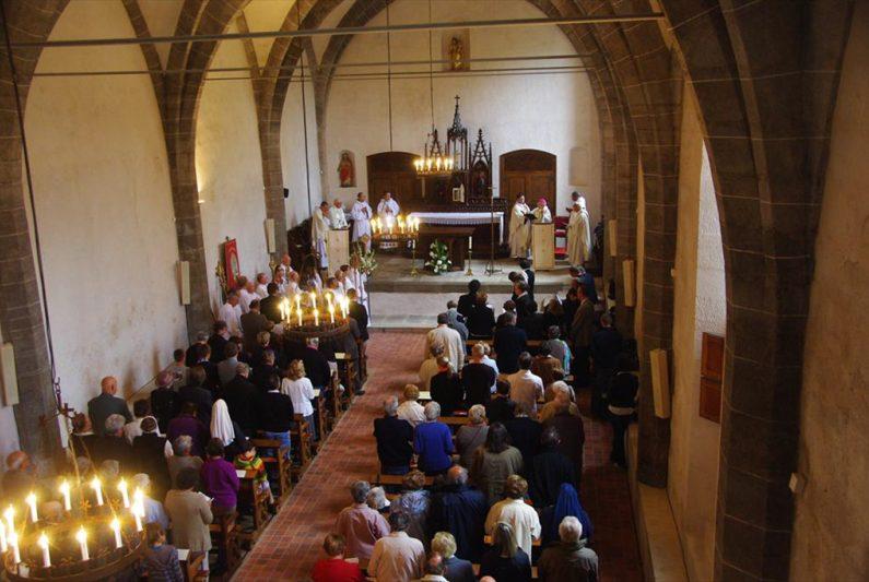 PCU_Chapelle des Pénitents_ancien réfectoire Abbaye de La Chaise-Dieu_bénédiction par Mgr Feid