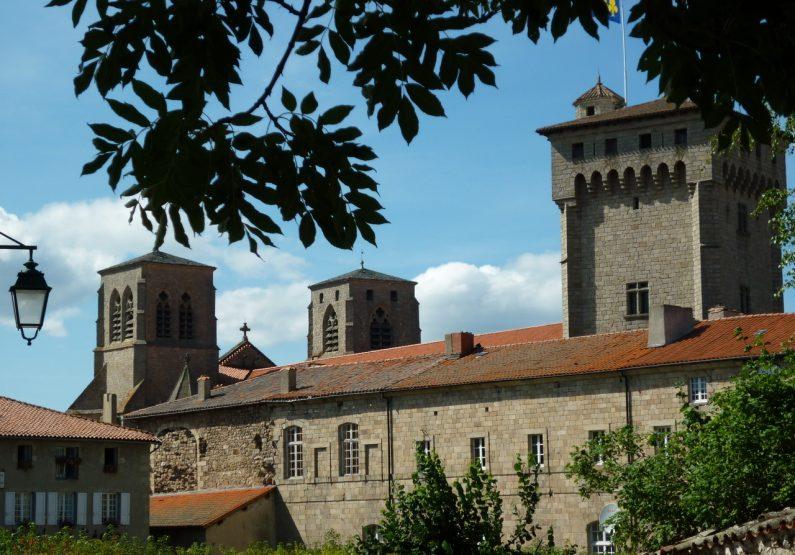PCU_La Chaise-Dieu_ Abbaye de La Chaise-Dieu_vue depuis la place de l'Echo