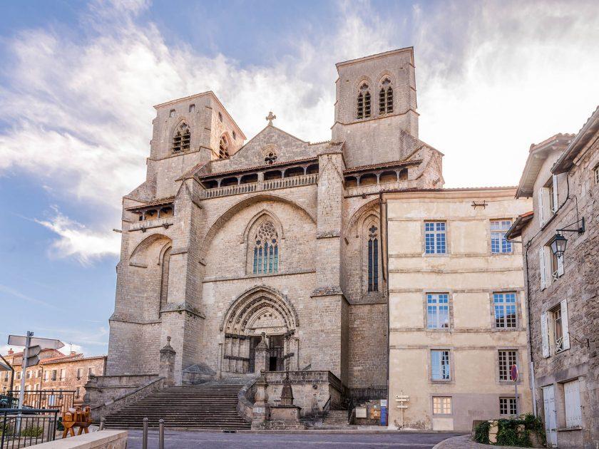 Visite de l'église abbatiale St-Robert par les Frères de St-Jean de La Chaise-Dieu
