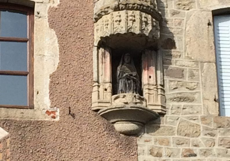 EVE_Visite du bourg médiéval _Vierge noire polychromée